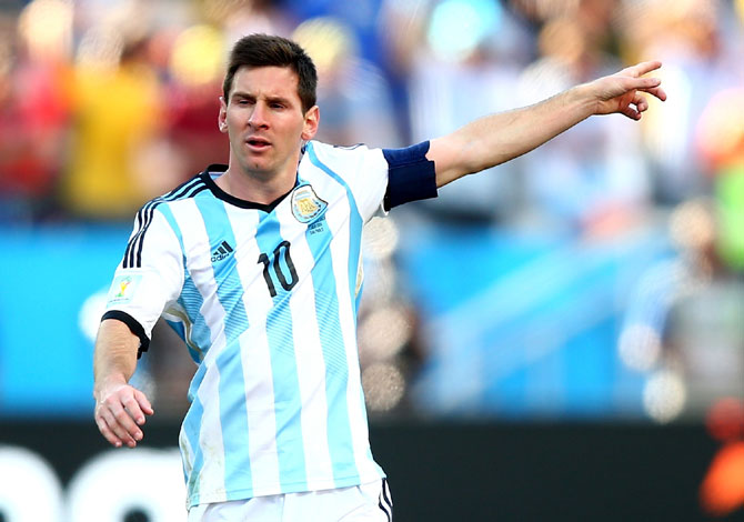 Lionel Messi of Argentina gestures during the match against Switzerland