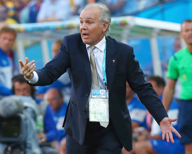 Head coach Alejandro Sabella of Argentina gestures during the match against Switzerland