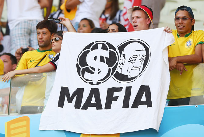 World Cup: Football fans think out loud through these banners!