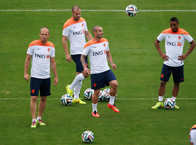 Arjen Robben and Wesley Sneijder during a Netherlands training session