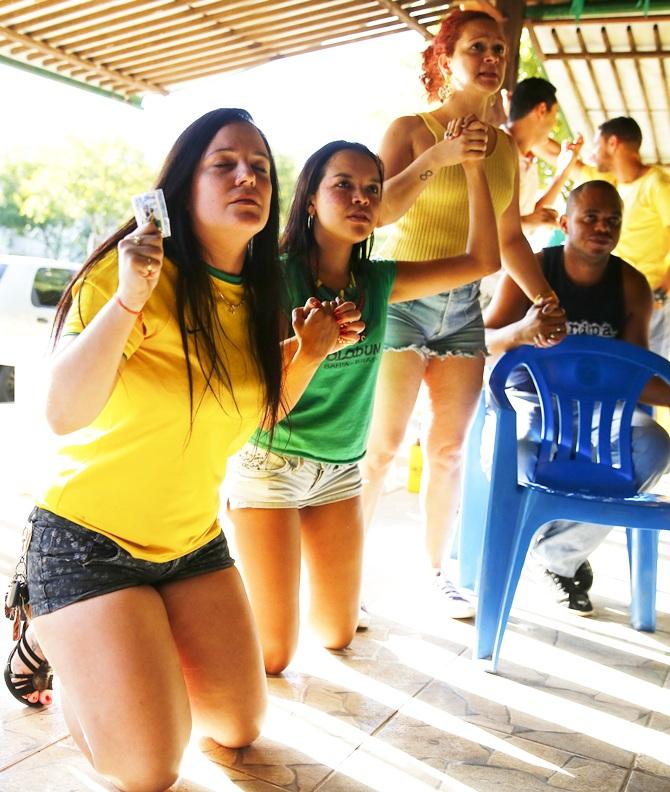 Brazil fans pray