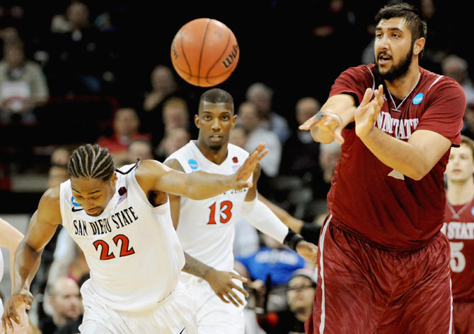 Sim Bhullar #2 of the New Mexico State Aggies (right)