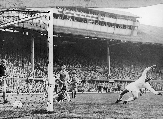 Loy, the Eintracht goal keeper is unable to prevent Di Stefano of Real Madrid scoring his team's first goal during the European Cup Final against Eintracht at Hampden Park, Glasgow on May 18, 1960. Real Madrid won 7-3