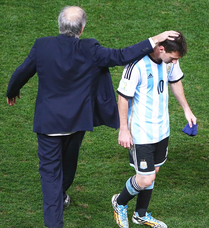 Head coach Alejandro Sabella of Argentina reacts with Lionel Messi at the end of extra time