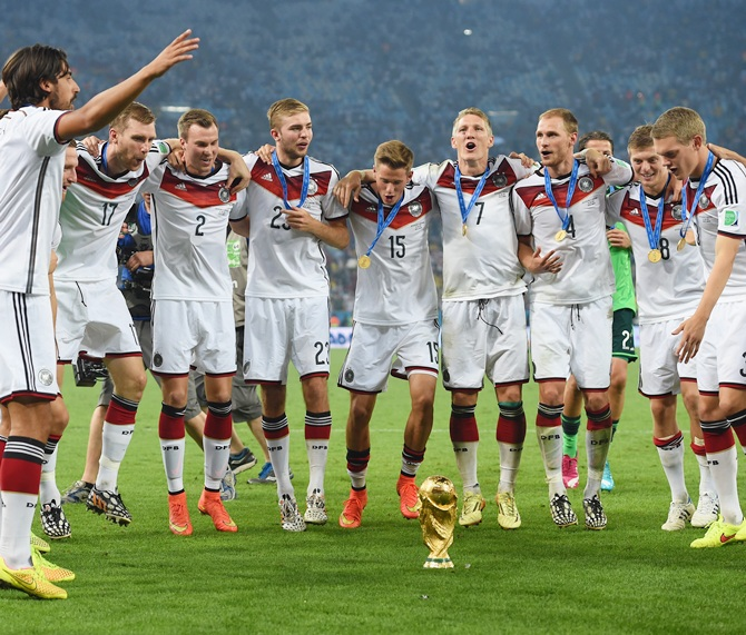 Germany celebrate with the World Cup trophy after defeating Argentina 1-0