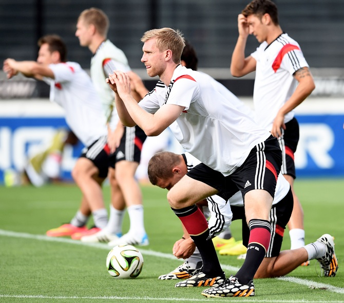 Per Mertesacker of Germany and teammates warm up