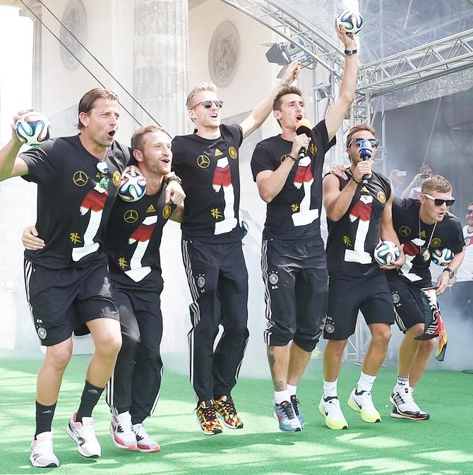 Roman Weidenfeller, Shkodran Mustafi, Andre Schuerrle, Miroslav Klose and Mario Goetze celebrate