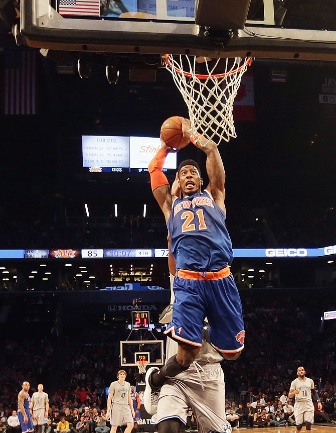 Iman Shumpert of the New York Knicks scores