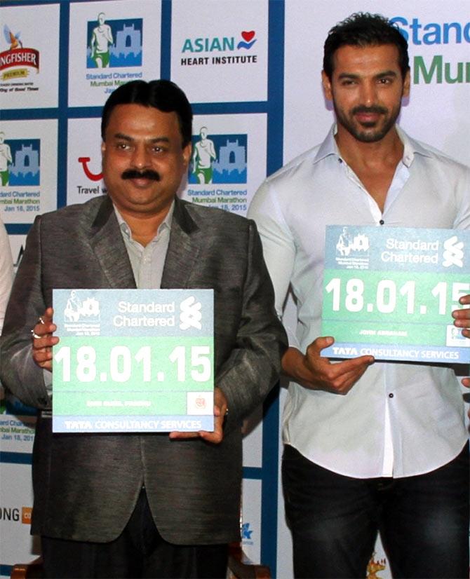 John Abraham (right) with Mumbai Mayor Sunil Prabhu
