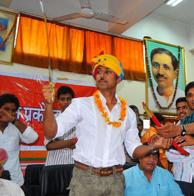 Rajvardhan Rathore campaigns in Jaipur