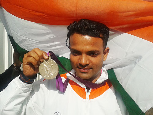 Rediff Sports - Cricket, Indian hockey, Tennis, Football, Chess, Golf - Vijay Kumar to be India's flag-bearer at CWG