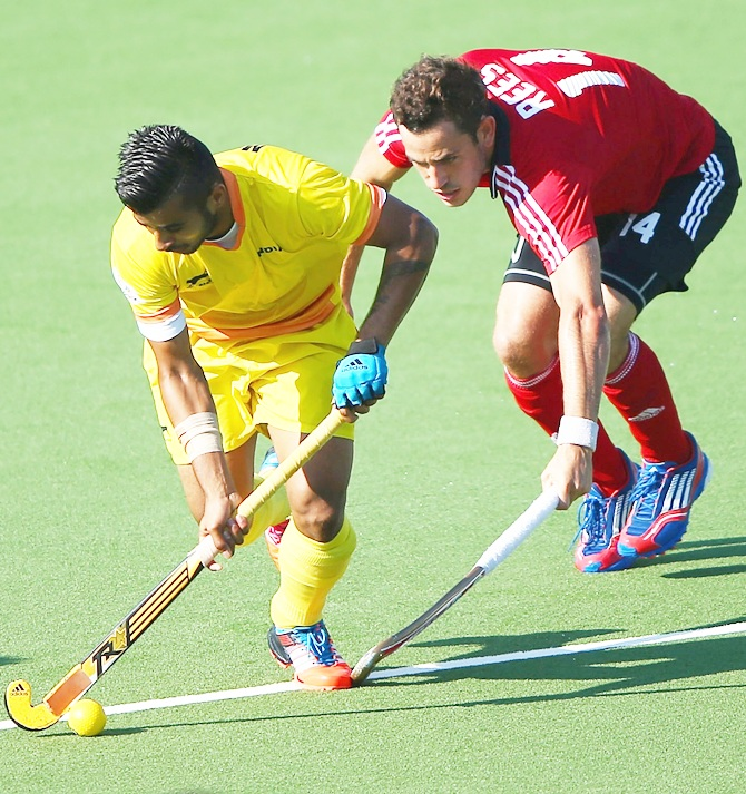 Nicholas Rees of Wales tries to tackle Manpreet Singh of India