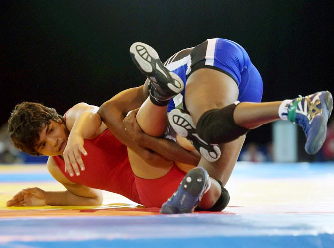 India's Sakshi Malik (left) in action against Aminat Adeniyi of Nigeria