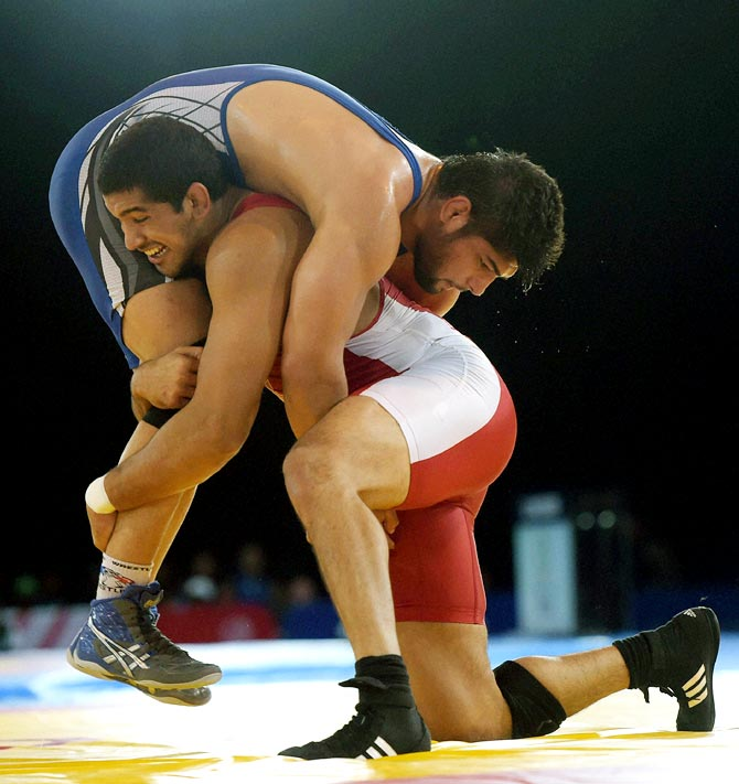 India's Satywart Kadian (blue) in action against Arjun Gill of Canada