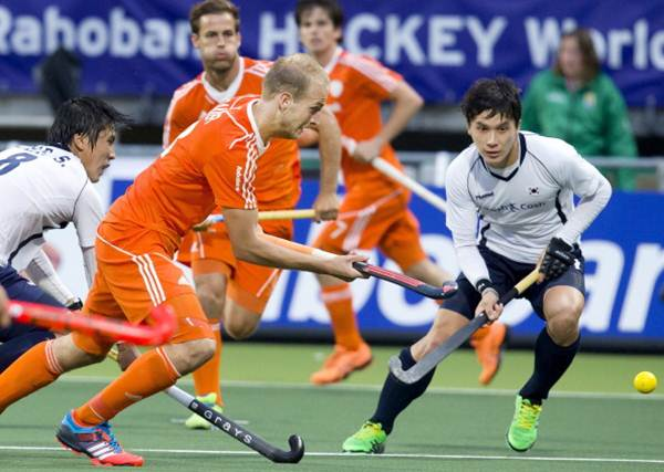 The Netherlands' Billy Bakker (left) and South Korea's Seunghoon Lee (right) vie for possession during the group stage match in the men's hockey World Cup in The Hague.