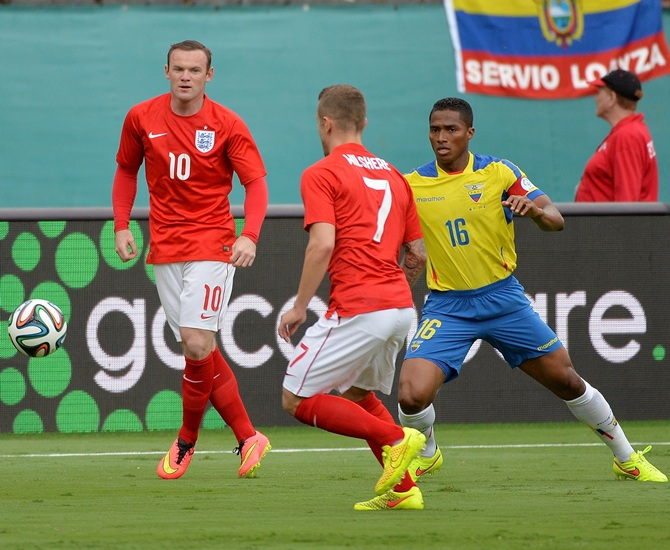 England forward Wayne Rooney,left, controls the ball as Ecuador defender Luis Antonio Valencia (right) defends the play