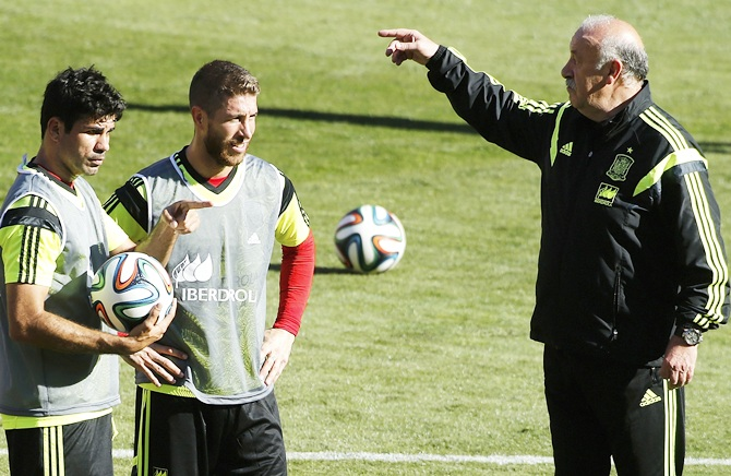 Diego Costa,left, Sergio Ramos,centre, and head coach Vicente del Bosque participate in Spain's national soccer team training