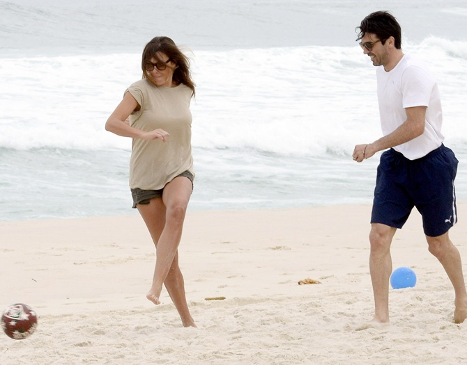 Gianluigi Buffon and Alena Seredova play with a football