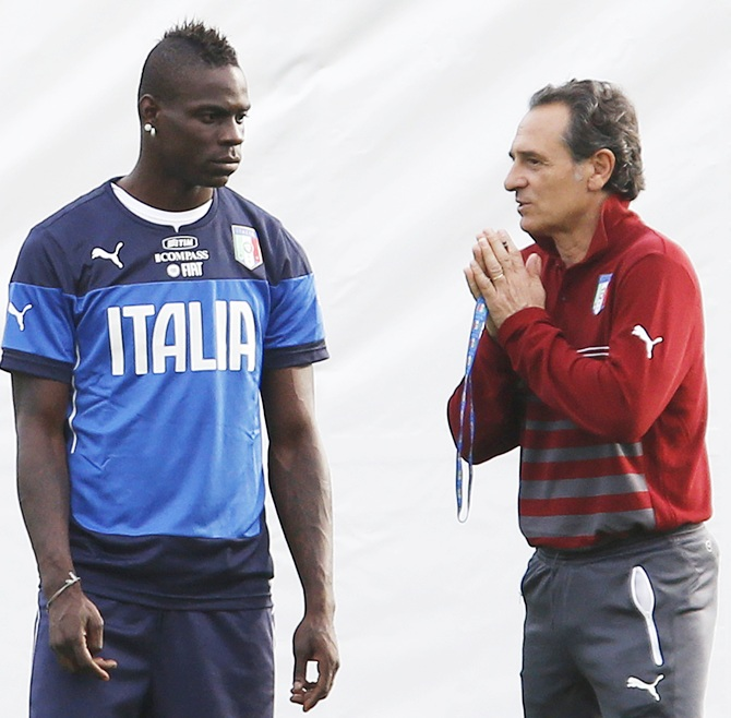 Italy's coach Cesare Prandelli,right, talks with his player Mario Balotelli