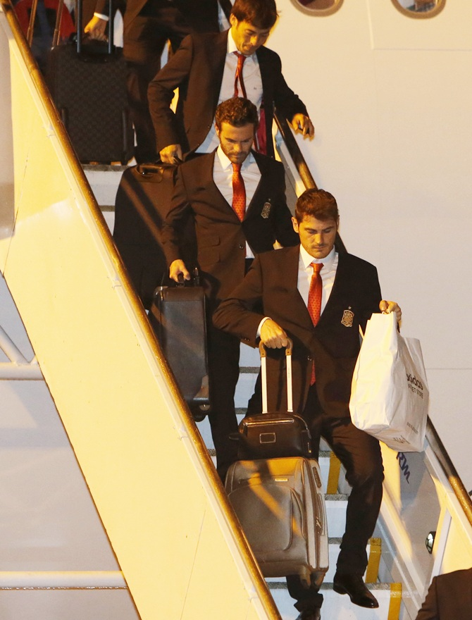 Spain's goalkeeper Iker Casillas (bottom) and his teammates exit their plane upon arrival at the international airport in Curitiba