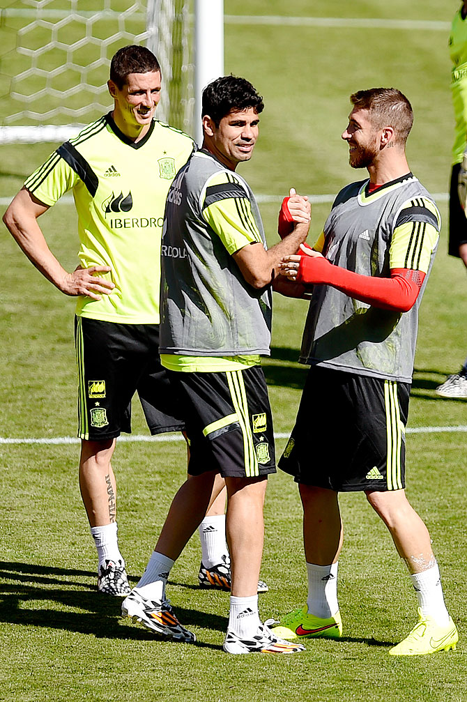 Spain players Fernando Torres, Diego Costa and Sergio Torres share a   joke during a training session at the Fedex Field in Landover, Maryland