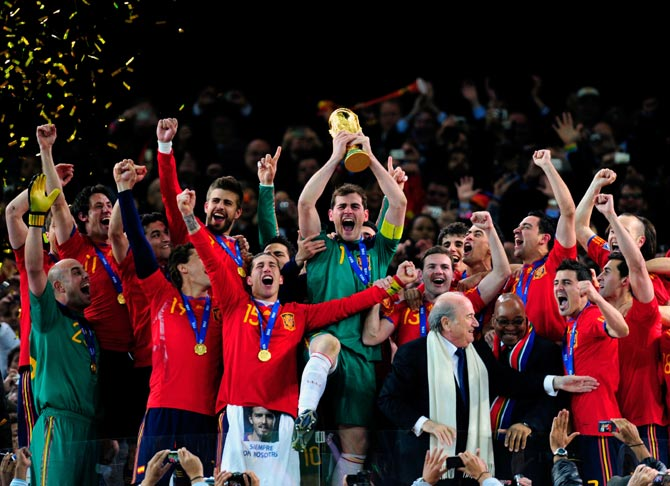 Spain's players celebrate after winning the 2006 World Cup title