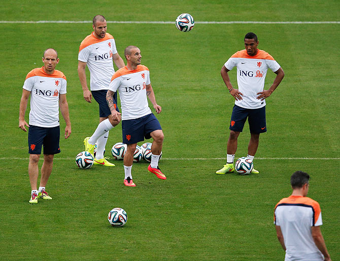 Arjen Robben, Ron Vlaar, Wesley Sneijder and Jonathan de Guzman of The Netherlands during a training session at the Estadio Jose Bastos Padilha Gavea in Rio de Janeiro