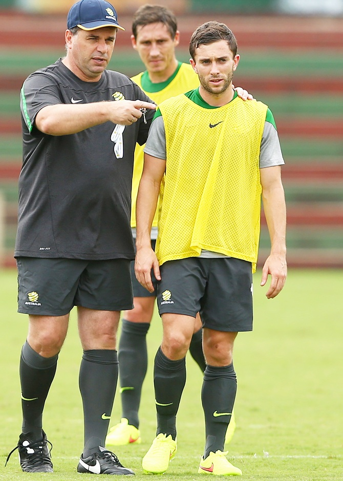 Socceroos coach Ange Postecoglou talks to Tommy Oar