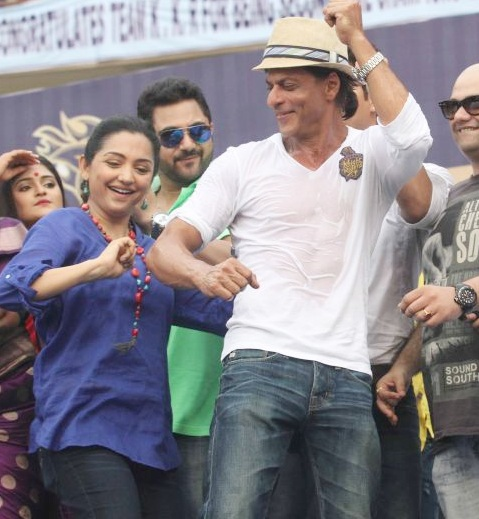 Shah Rukh Khan dances