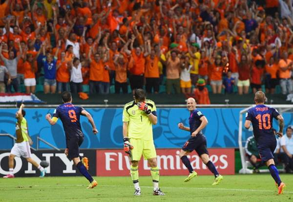 Spain's goalkeeper Iker Casillas reacts after allowing the Netherlands fourth goal to Robin van Persie