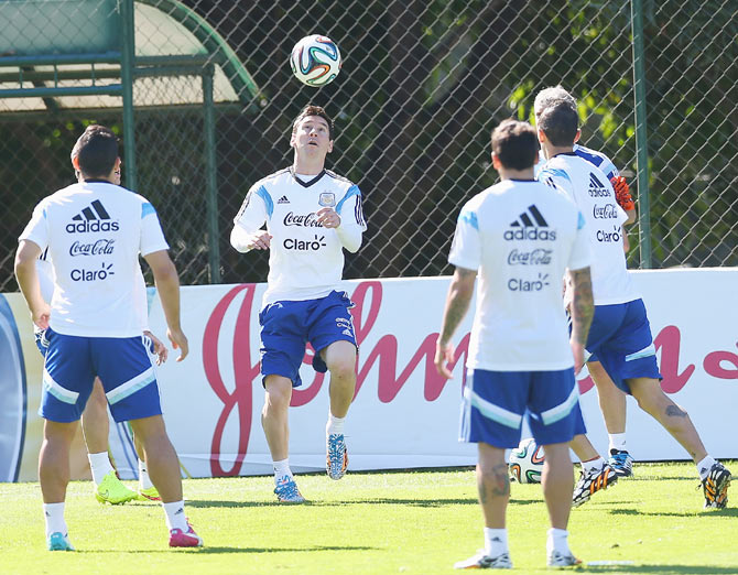 The Argentina team warms up during a training session at Cidade do Galo