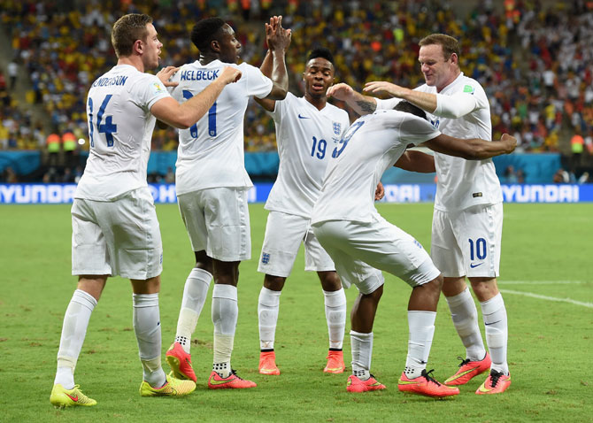 Daniel Sturridge of England (second right) celebrates scoring the equaliser with Jordan Henderson (left), Danny Welbeck (second left), Raheem Sterling (centre) and Wayne Rooney (right)