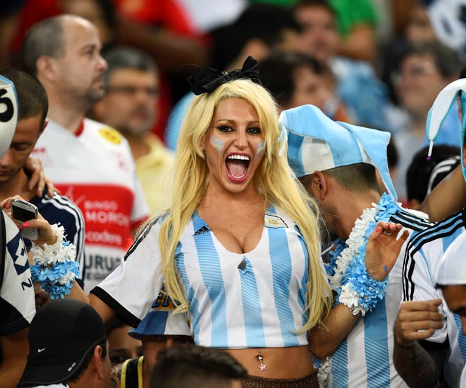 Argentina fans cheer during the 2014 FIFA World Cup Group F match between Argentina and Bosnia-Herzegovina at Maracana in R