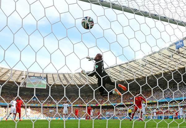 Bengium's Marouane Fellaini (right) scores his team's first goal with a header past Algeria goalkeeper Rais M'Bolhi