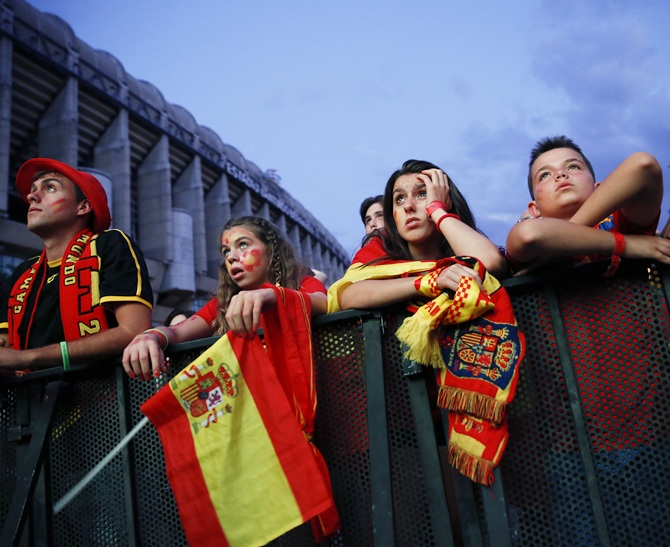Spain supporters react