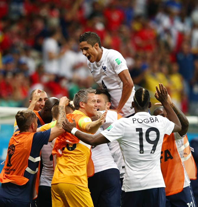 France's players celebrate after Moussa Sissoko scored the fifth goal