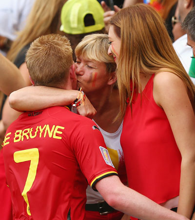 Kevin De Bruyne of Belgium receives a kiss after a 1-0 victory in the Group H match against Russia at Maracana