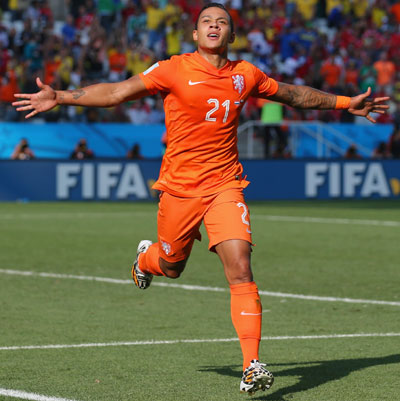 Memphis Depay of the Netherlands celebrates scoring his team's second goal against Chile
