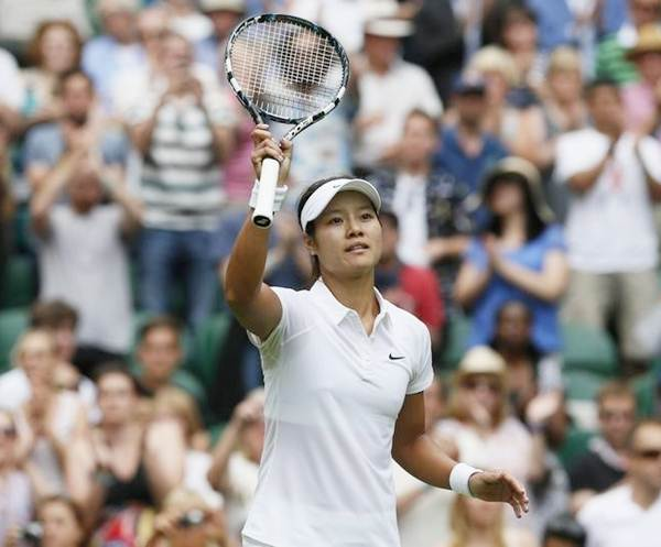 China's Li Na reacts after defeating Paula Kania of Poland