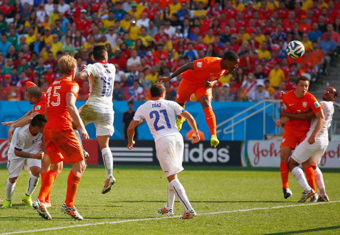 Leroy Fer of the Netherlands scores his team's first goal on a header