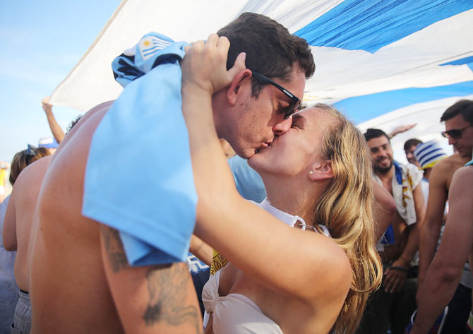 World Cup: It's all passion as fans kiss at kick-off!