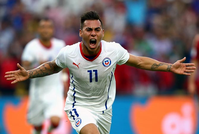 Eduardo Vargas of Chile celebrates scoring his team's first goal against Spain on June 18, 2014.