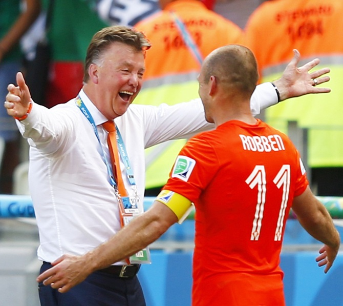 Netherlands coach Louis van Gaal celebrates with Arjen Robben