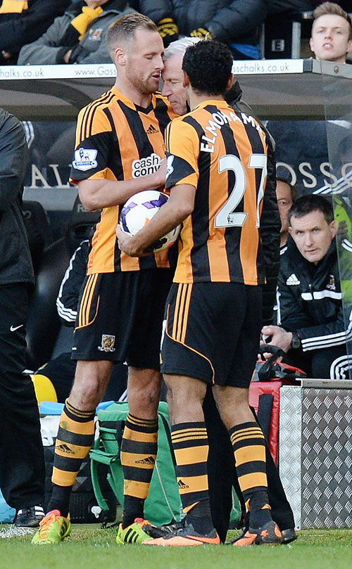 David Meyler of Hull City clashes with Alan Pardew, Manager of Newcastle United during the Barclays Premier League match on Saturday