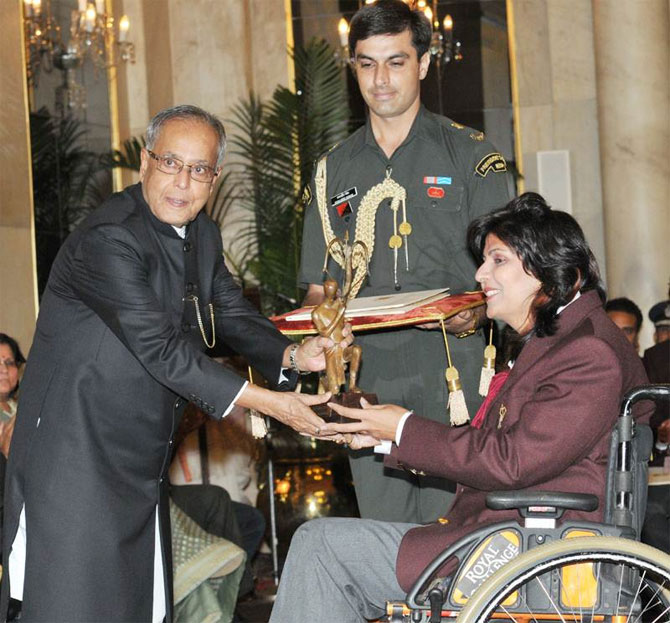 Deepa Malik receives the Arjuna award from President Pranab Mukherjee