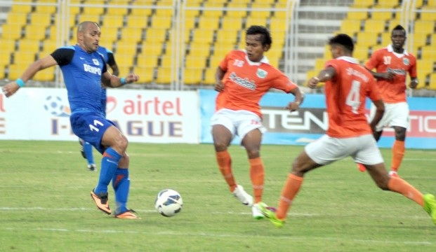 Dempo's Beto, left, in action against Sporting Clube players