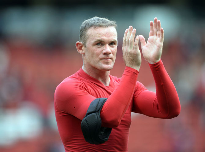 Wayne Rooney of Manchester United applauds the crowd
