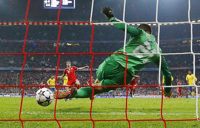 Arsenal's Lukasz Fabianski saves a penalty shot by Bayern Munich's Thomas Mueller (left) on Tuesday