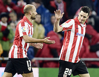 Athletic Bilbao's Aritz Aduriz (right) and teammate Mikel Rico