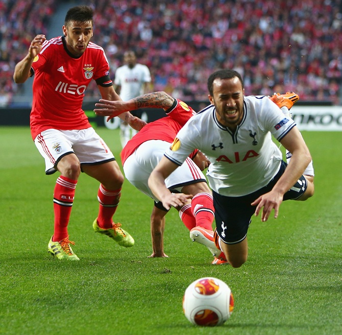Andros Townsend of Tottenham Hotspur is fouled by Eduardo Salvio during the UEFA Europa League match